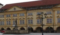 Letní komentované prohlídky Valdštejnova paláce, města a výstavy Vajíčka z přírody